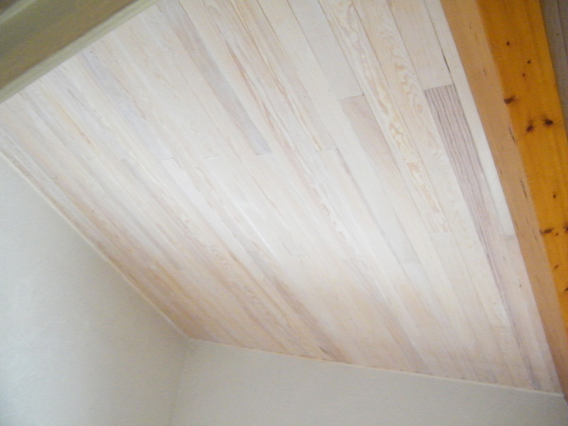 Isolation toiture - finition lambris lasuré blanc
